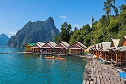 Floating Khao Sok Accomodation: bungalows at Cheow Larn Lake