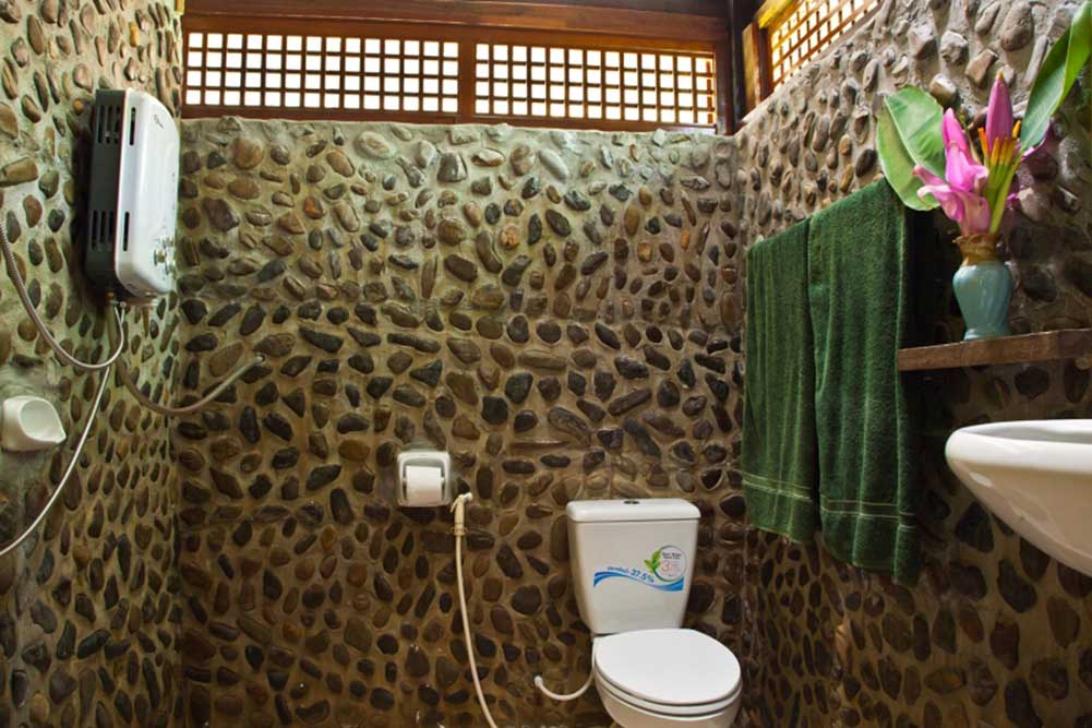 Khao Sok Riverside Room bathroom