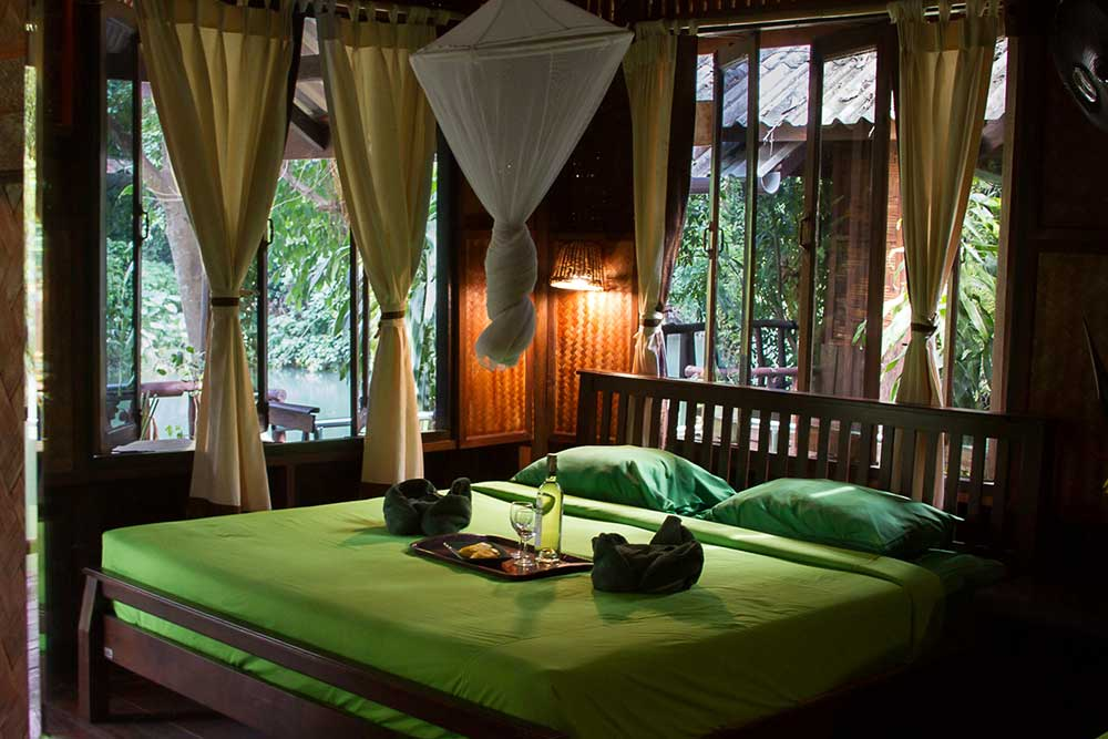 Khao Sok Accommodation Riverside Deluxe Interior
