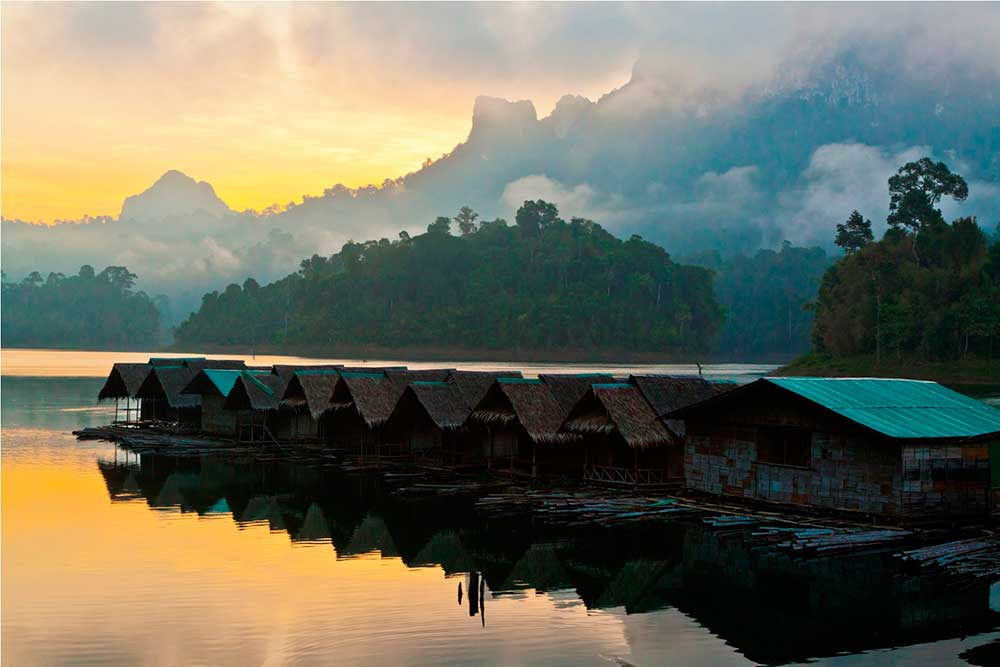 Cheow Larn Lake floating bungalow