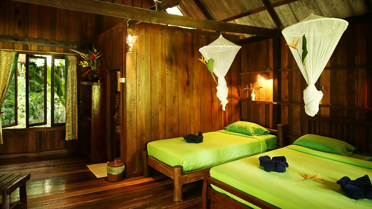 Khao Sok riverside accommodation beds