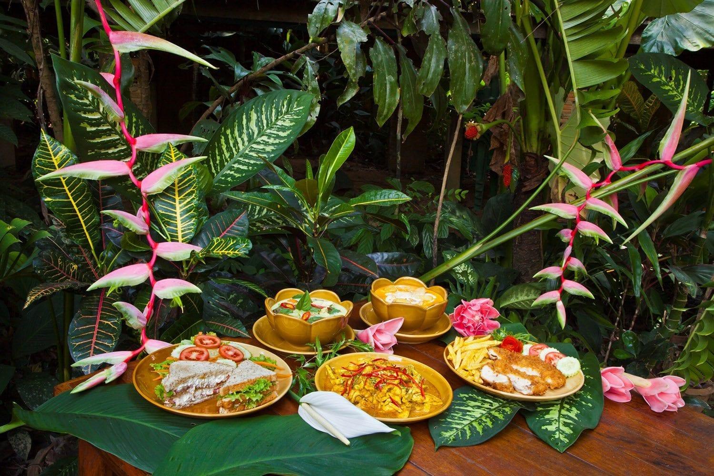 Khao Sok bungalow food